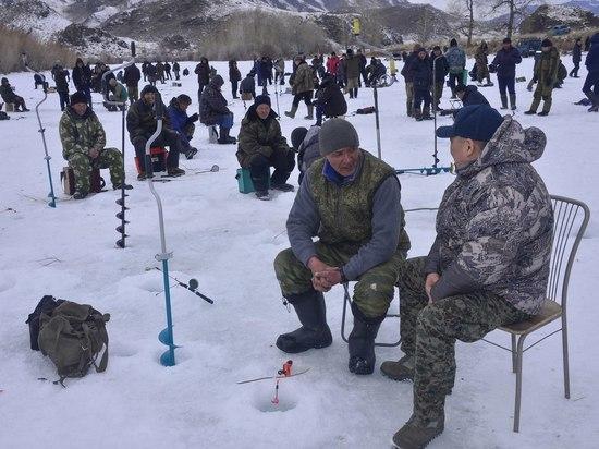 В Туве администрация города Ак-Довурака подвела итоги соревнований по подледной рыбалке